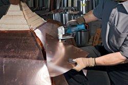 Ważnym atutem nożyc GSC 10,8 V LI jest wydajny akumulator litowo jonowy, niewielki ciężar tylko 1,4 kg oraz zwarta konstrukcja.